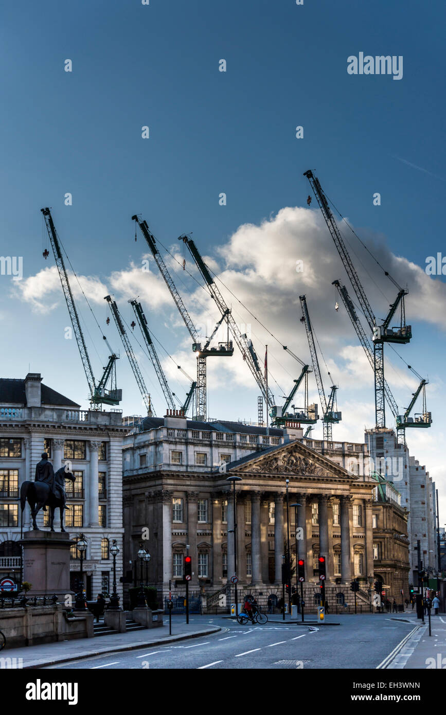 Cranes in the sky behind Mansion House in the City of London, the official residence of the Lord Mayor of London - Stock Image