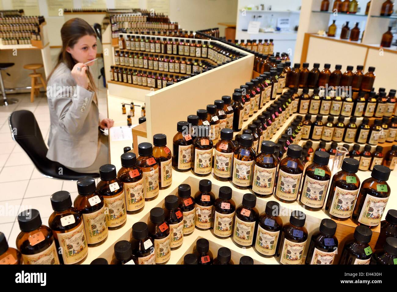 France, Alpes Maritimes, Grasse, Studio des Fragrances Galimard, perfume organ, perfume creation by a nose (expert - Stock Image