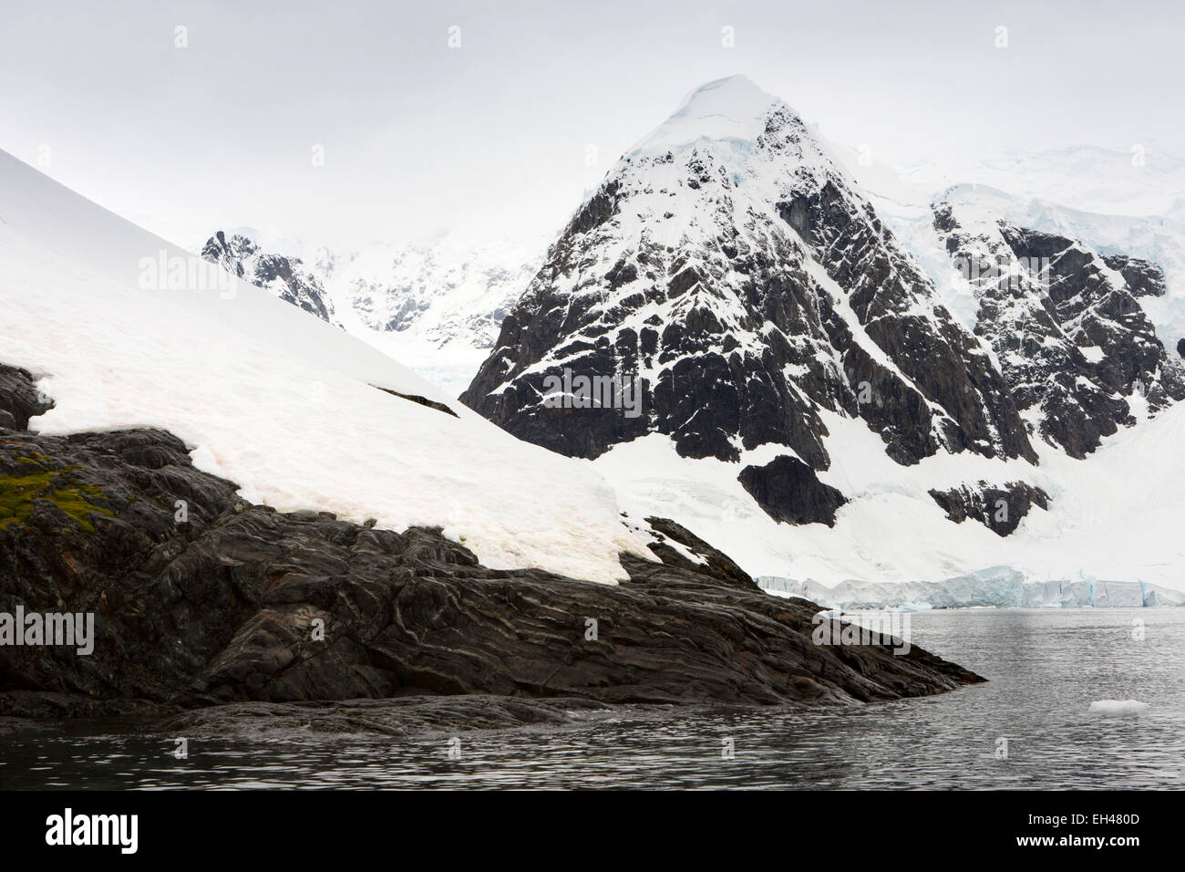 Antarctica, Paradise Bay, snow clad mountain above glacier - Stock Image