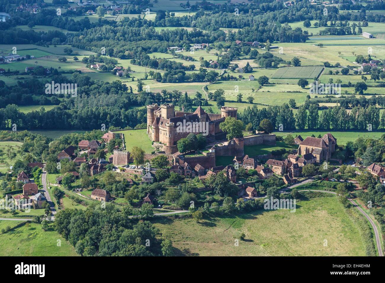 France, Lot, Prudhomat, the village and Castelnau Bretenoux castle (aerial view) Stock Photo