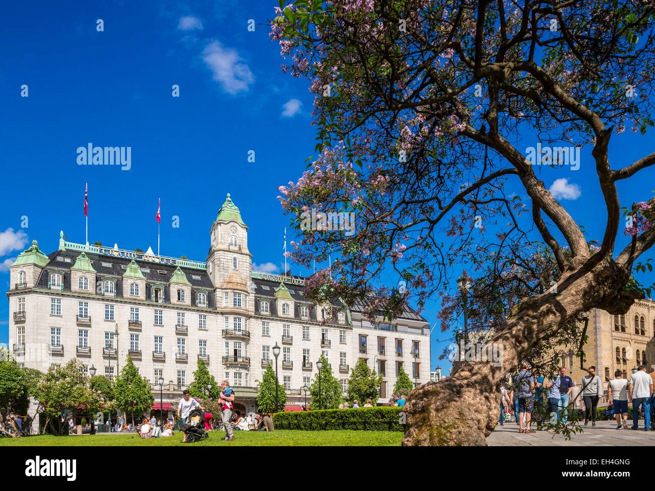 Norway, Oslo, Karl Johan street, Eidsvoll Square with at the bottom of Grand Hotel (1874) attended by playwright - Stock Image