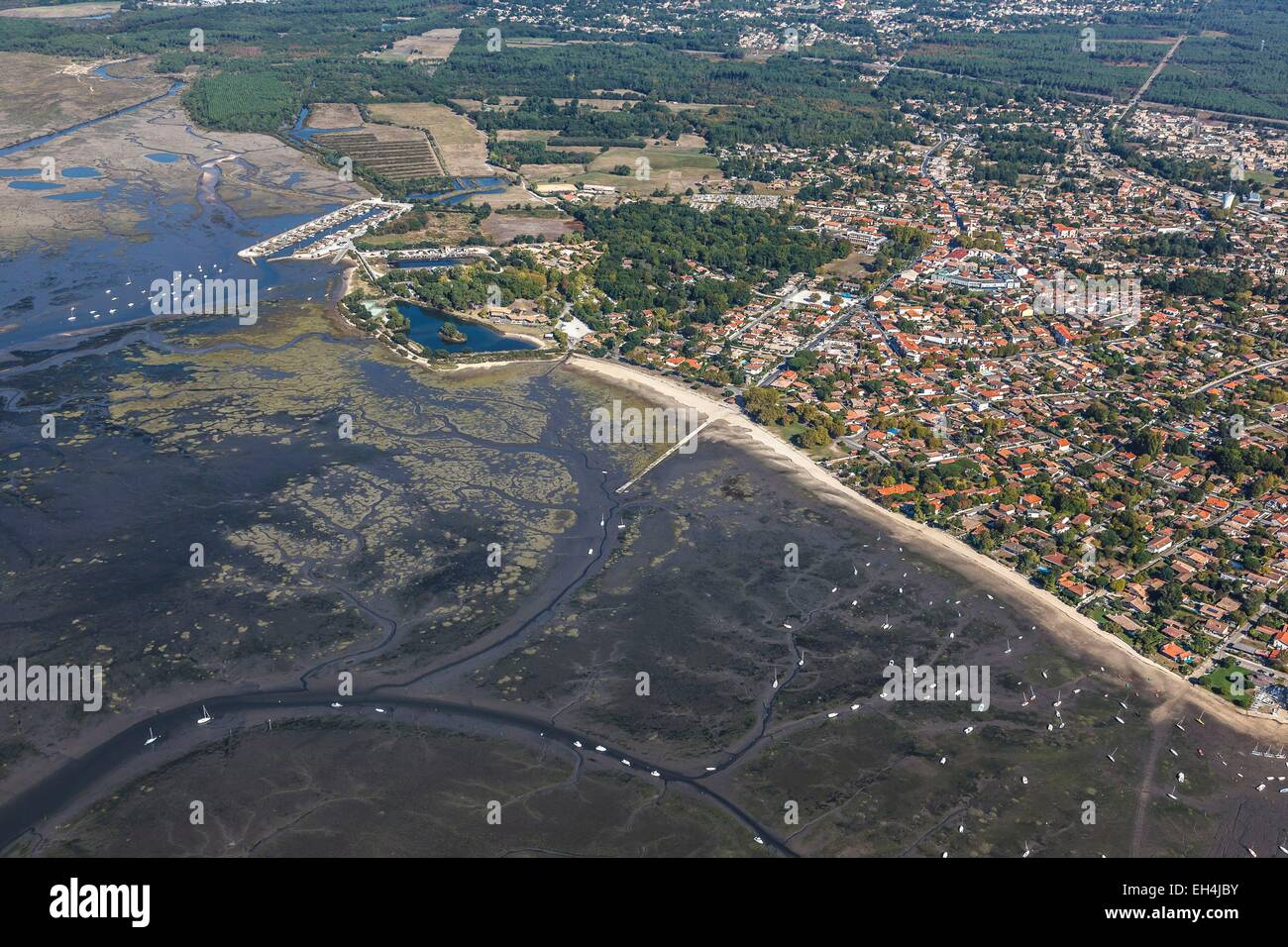 France, Gironde, Ares, the seaside resort on the Bassin d'Arcachon (aerial view) Stock Photo