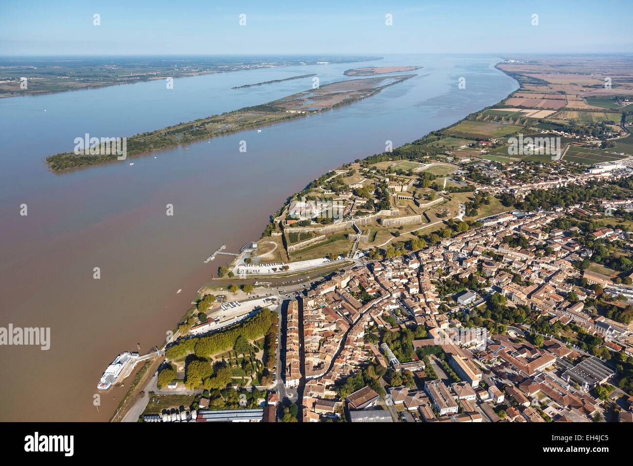 France, Gironde, Blaye, the town and the citadel on the Gironde river, Bouchaud or Nouvelle island, the vasard de - Stock Image