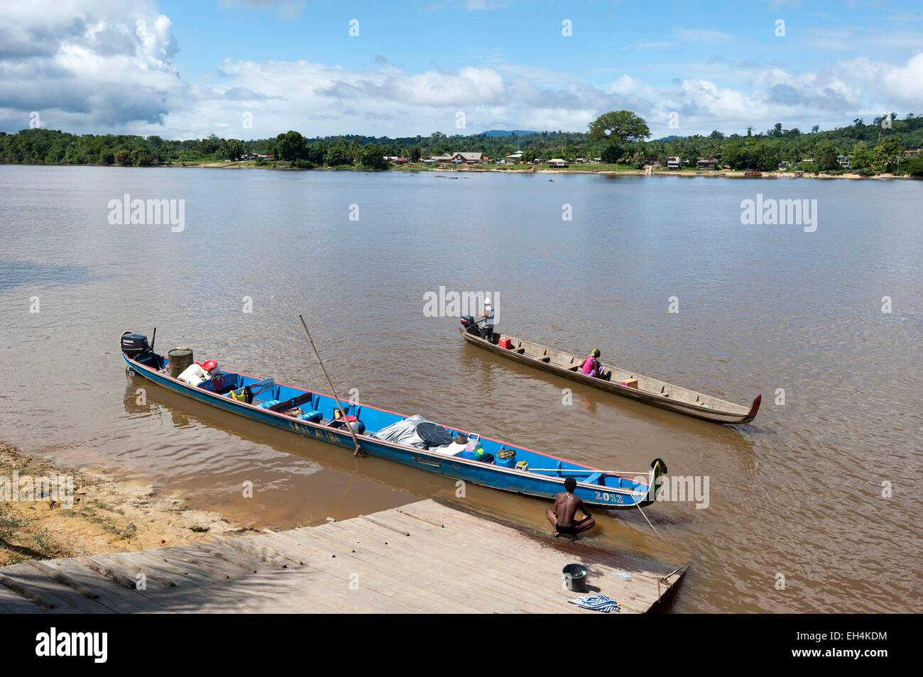 Republic of Suriname, two pirogues on the Lawa River becoming downstream the Maroni river, on the opposite bank - Stock Image