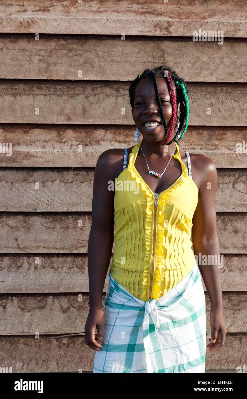 France, French Guiana, Parc Amazonien de Guyane (Guiana Amazonian Park), Belikampoe, portrait of a teenage girl - Stock Image