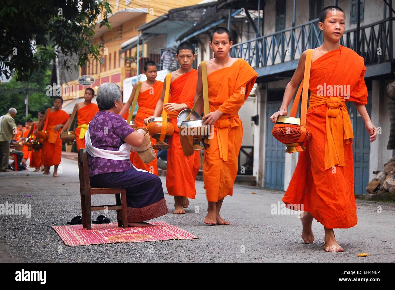 Laos, Luang Prabang, early morning alms giving to the monks Stock Photo