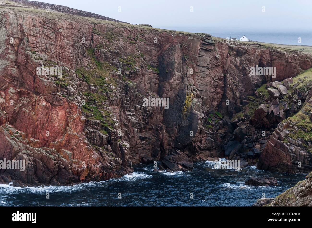 Ireland, Ulster, Donegal County, island of Tory, cliffs and East Town on east side island - Stock Image