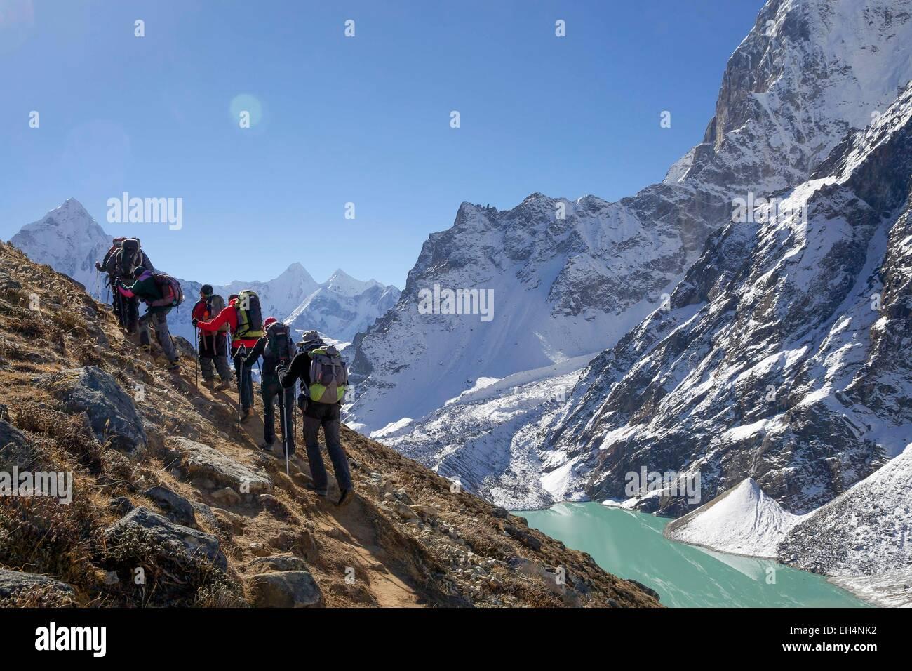 Nepal, Sagarmatha National Park, listed as World Heritage by UNESCO, Solu Khumbu District, hikers near Cholatse - Stock Image