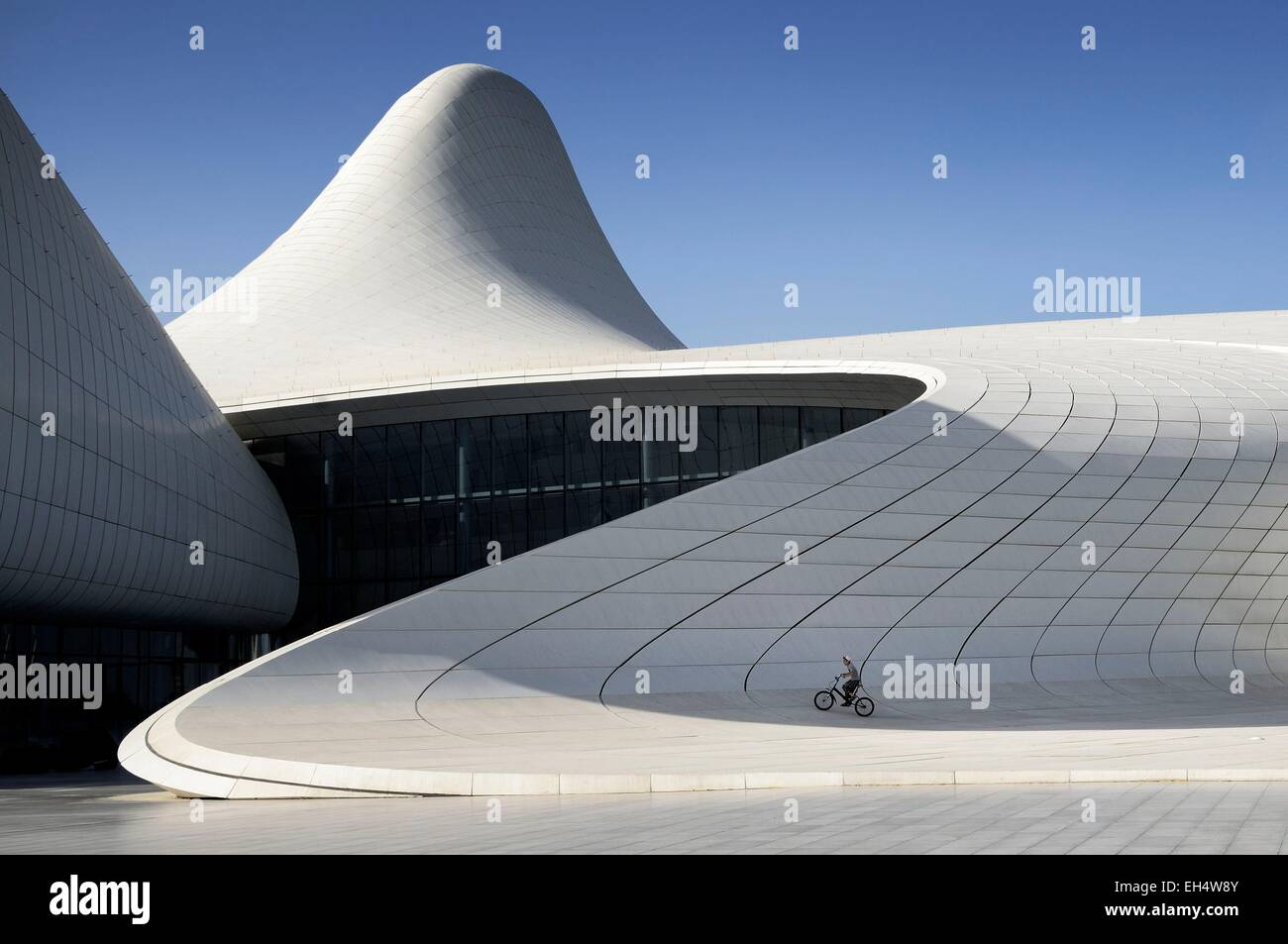 Azerbaijan, Baku, Heydar Aliyev cultural center futuristic monument designed by the architect Zaha Hadid - Stock Image