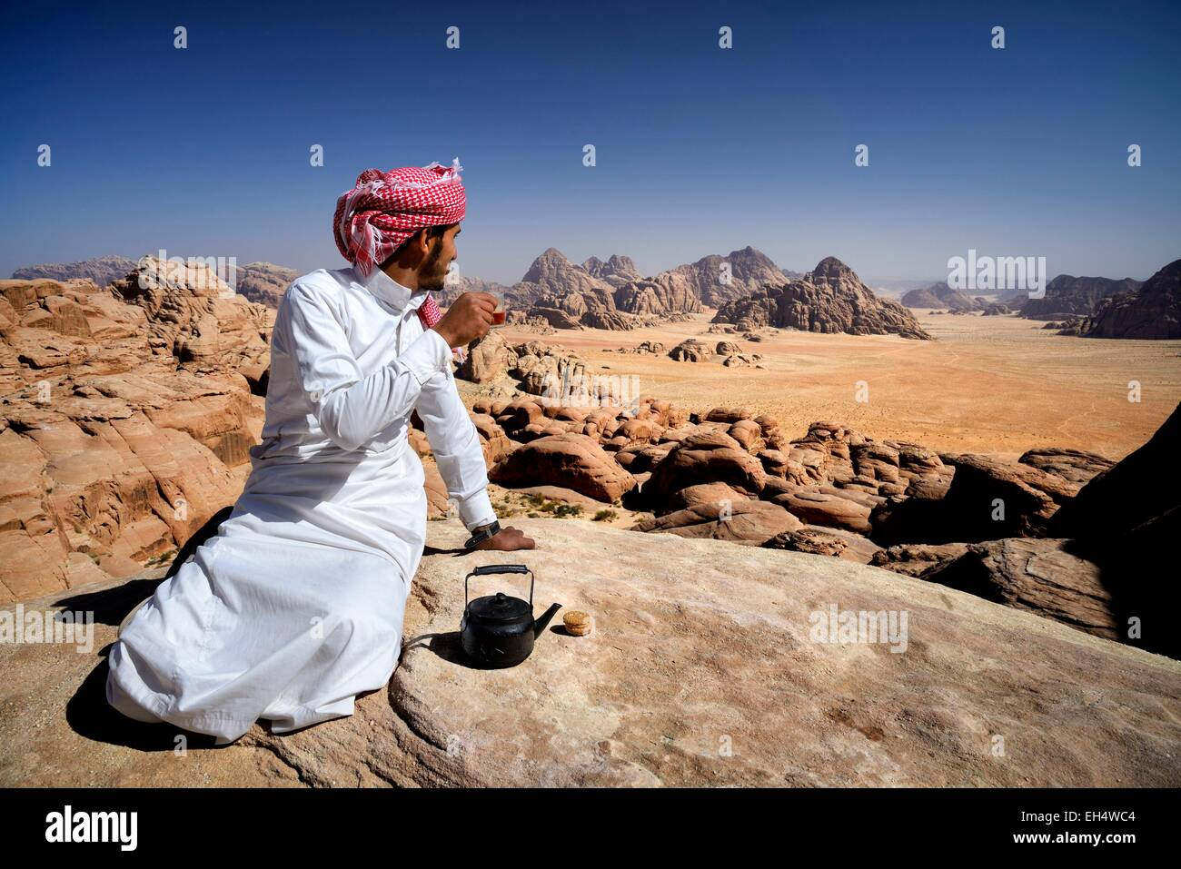 Jordan, Wadi Rum desert, protected area listed as World Heritage by UNESCO, Bedouin having a tea break at the top - Stock Image