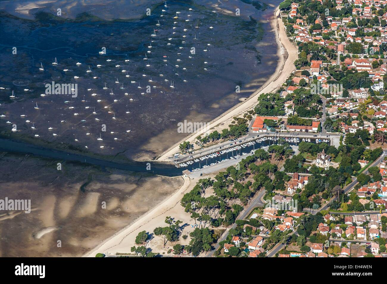 France, Gironde, Andernos les Bains, seaside resort on the Bassin d'Arcachon (aerial view) - Stock Image