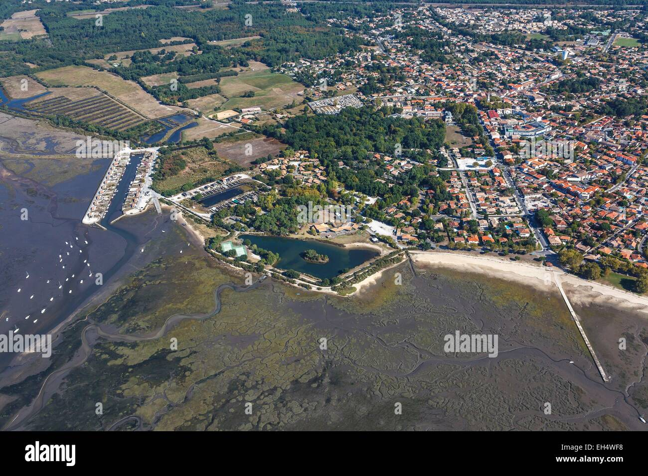 France, Gironde, Ares, the seaside resort on the Bassin d'Arcachon (aerial view) - Stock Image