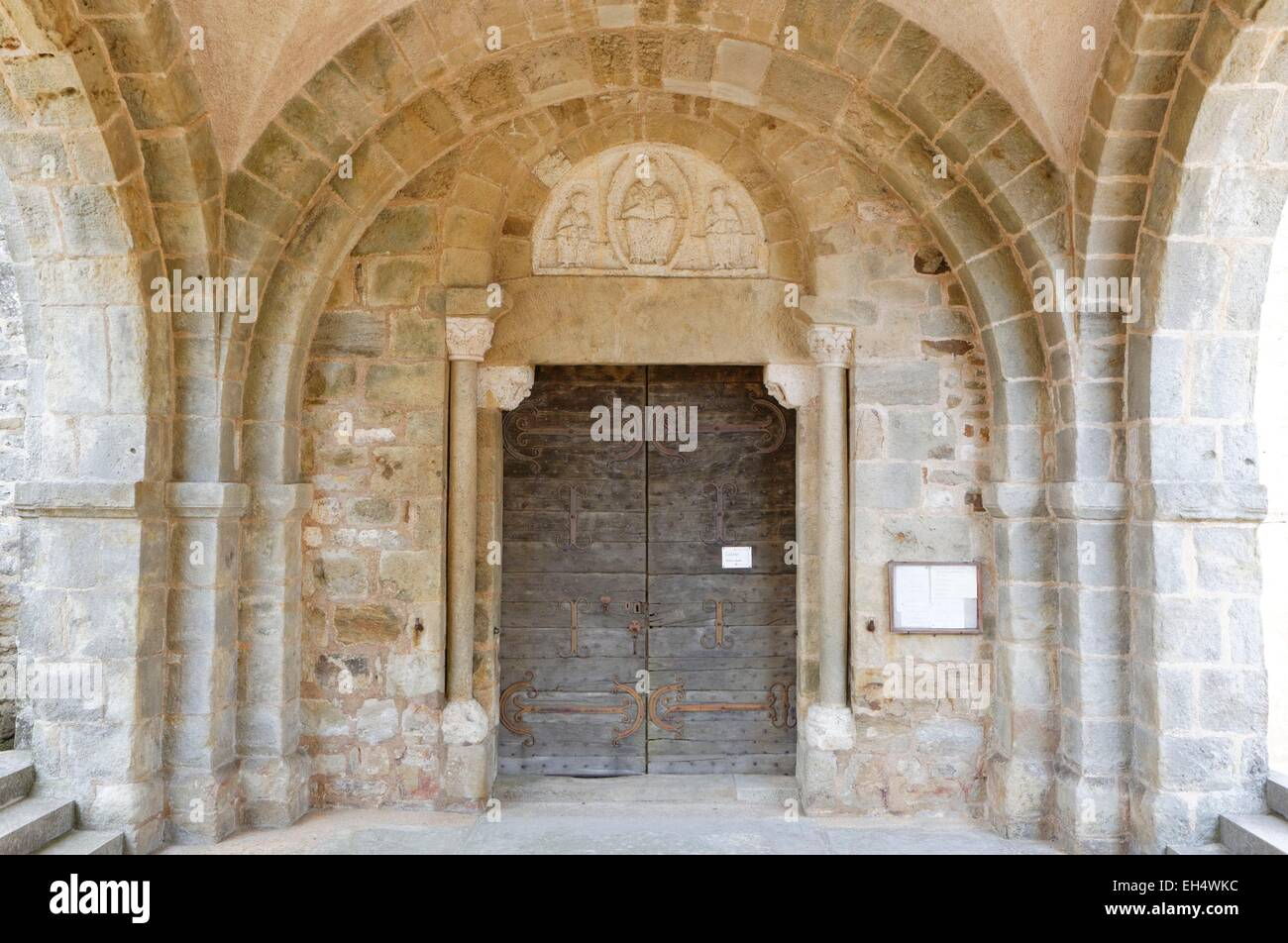 France, Saone et Loire, Mont Saint Vincent, porch of the church, 12th century - Stock Image