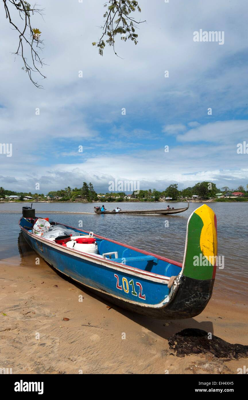 Republic of Suriname, Lawa River becoming downstream the Maroni River, pirogue in charge and stranded on the Suriname - Stock Image