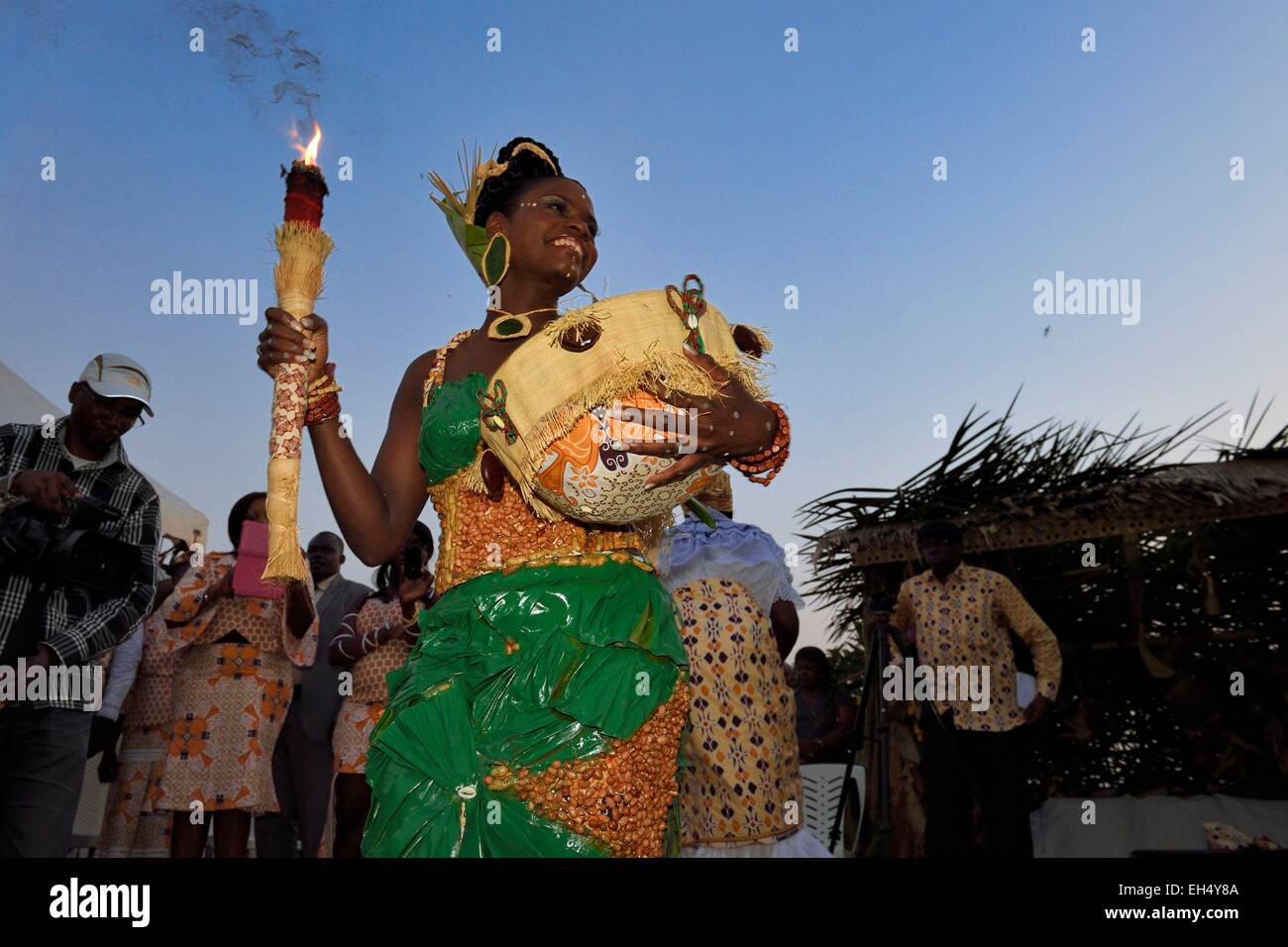 Gabon, Libreville, customary wedding, the bride with traditional symbols - Stock Image