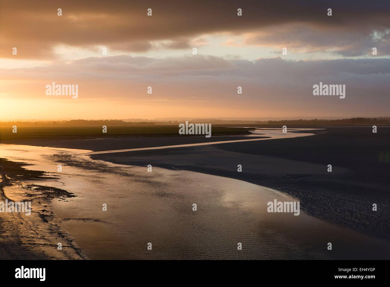 France, Manche, bay of Mont Saint Michel, listed as World Heritage by UNESCO, sunrise of the Selune river flowing - Stock Image