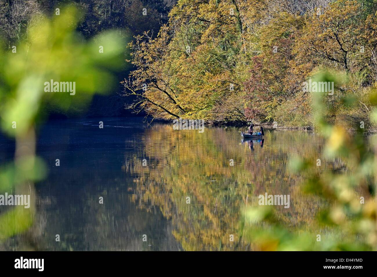 France, Doubs, Glere, Doubs valley to Switzerland in autumn border and boat fishermen - Stock Image