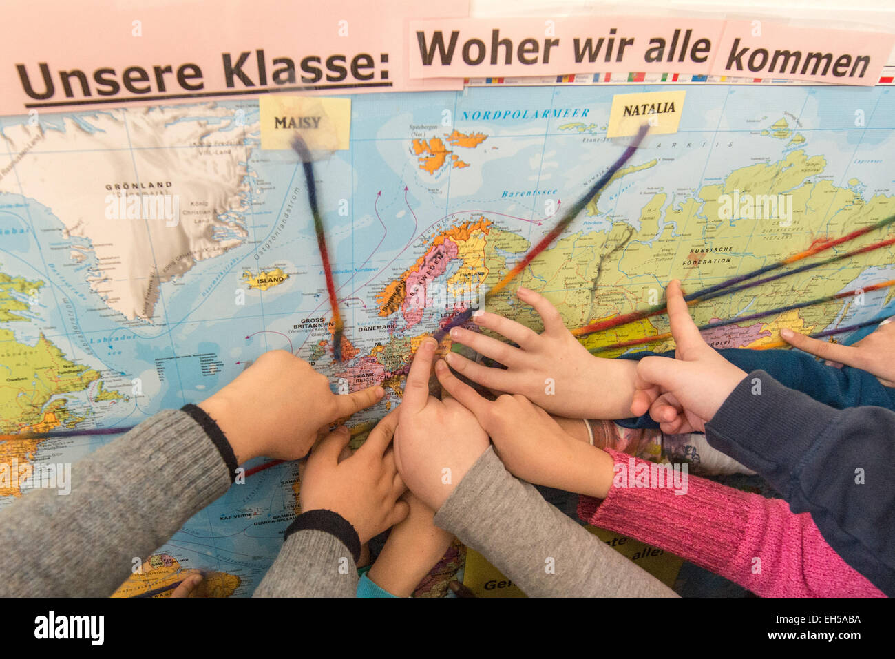 Regensburg, Germany. 5th Mar, 2015. Foreign children point to their countries of origin on a world map at the Von - Stock Image