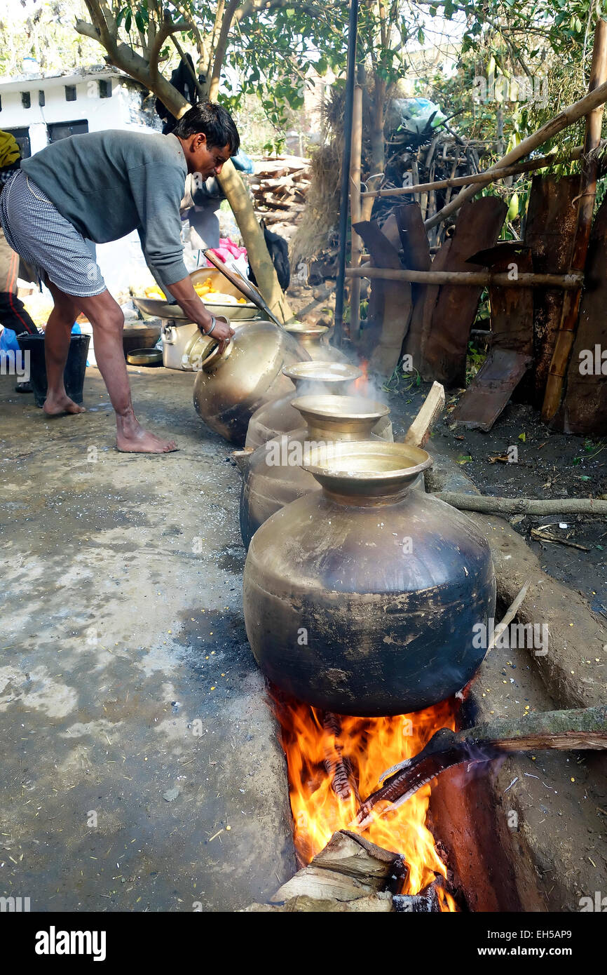 Indian cook prepare food in traditional Indian village marriage,Himachal Pradesh,India - Stock Image