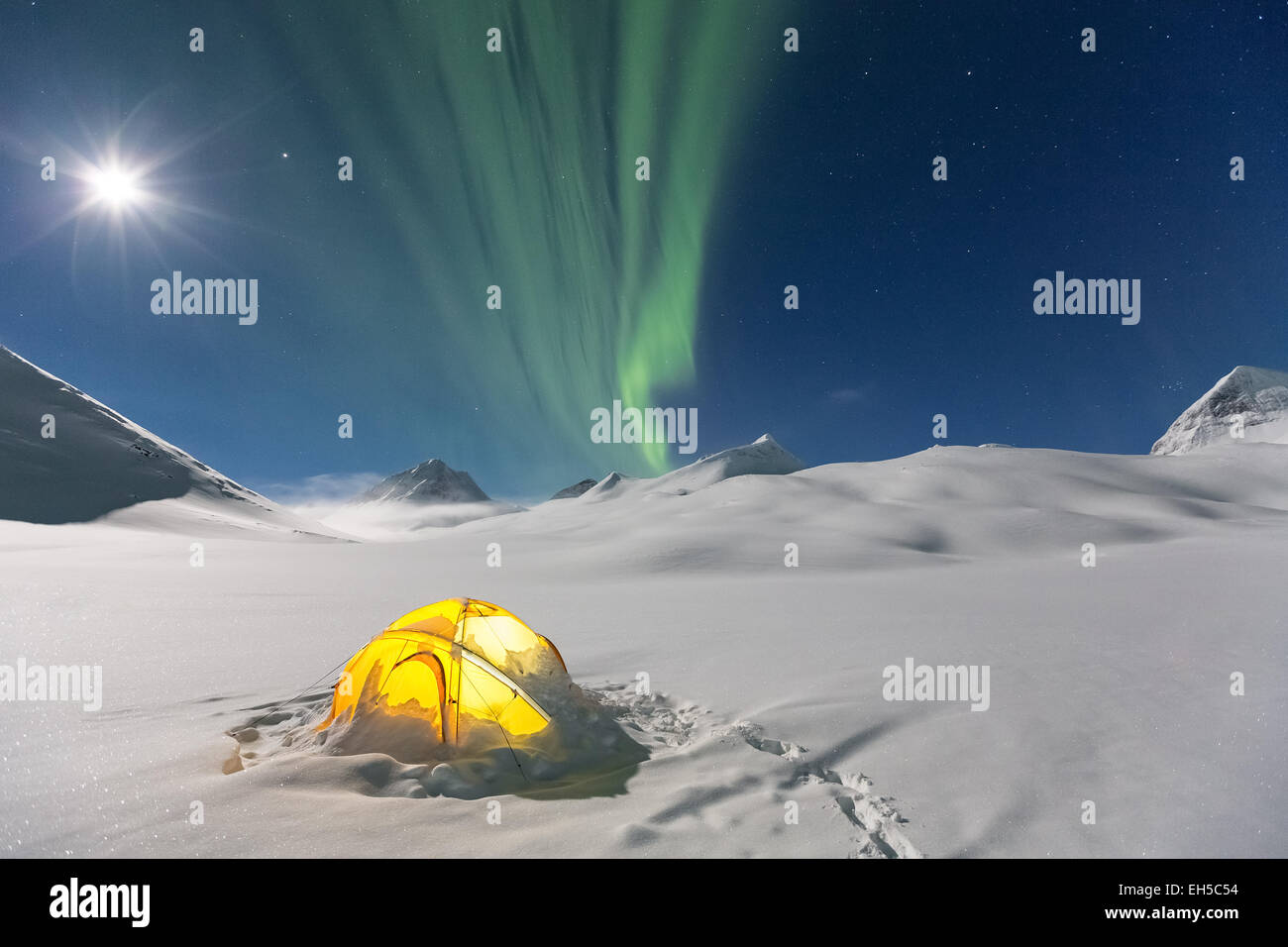 Nothern lights at Nallostugan hut, Kiruna, Northern Sweden, Europe, EU - Stock Image
