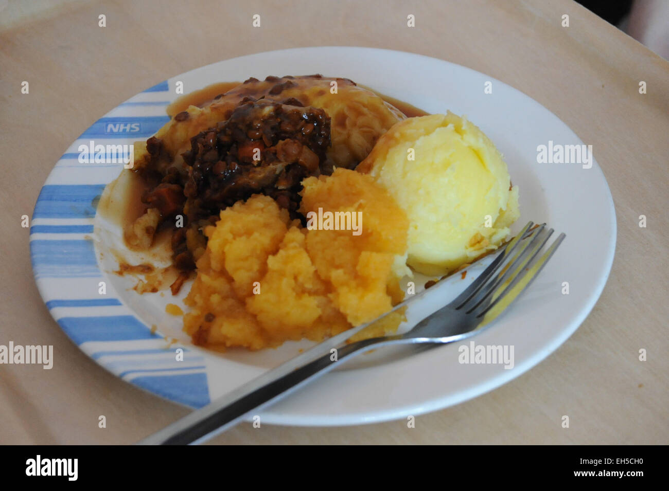 NHS hospital food - lentil casserole with mashed swede & mashed potato - Stock Image
