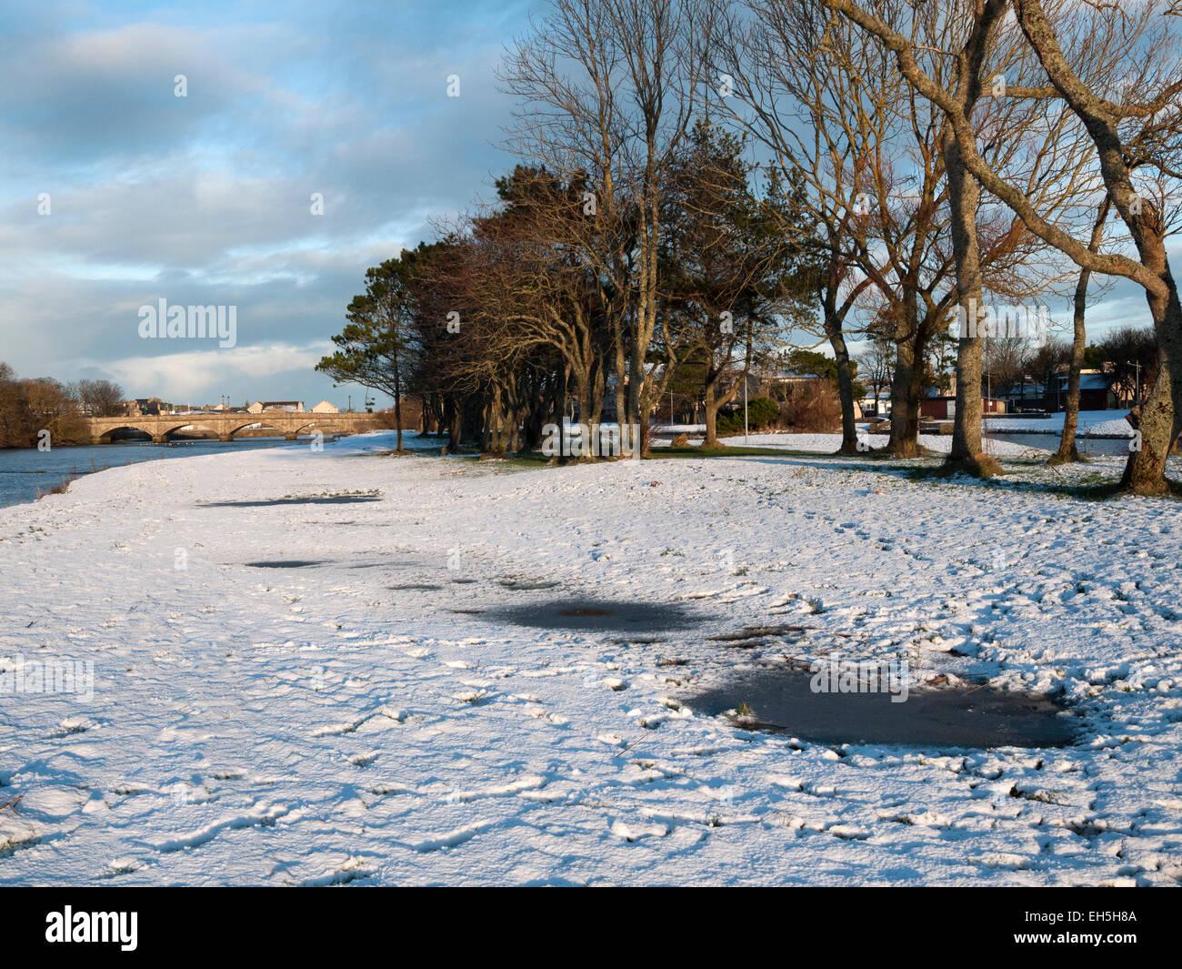 Trees and snow on the riverside walk, Thurso, Caithness, Scotland, UK - Stock Image