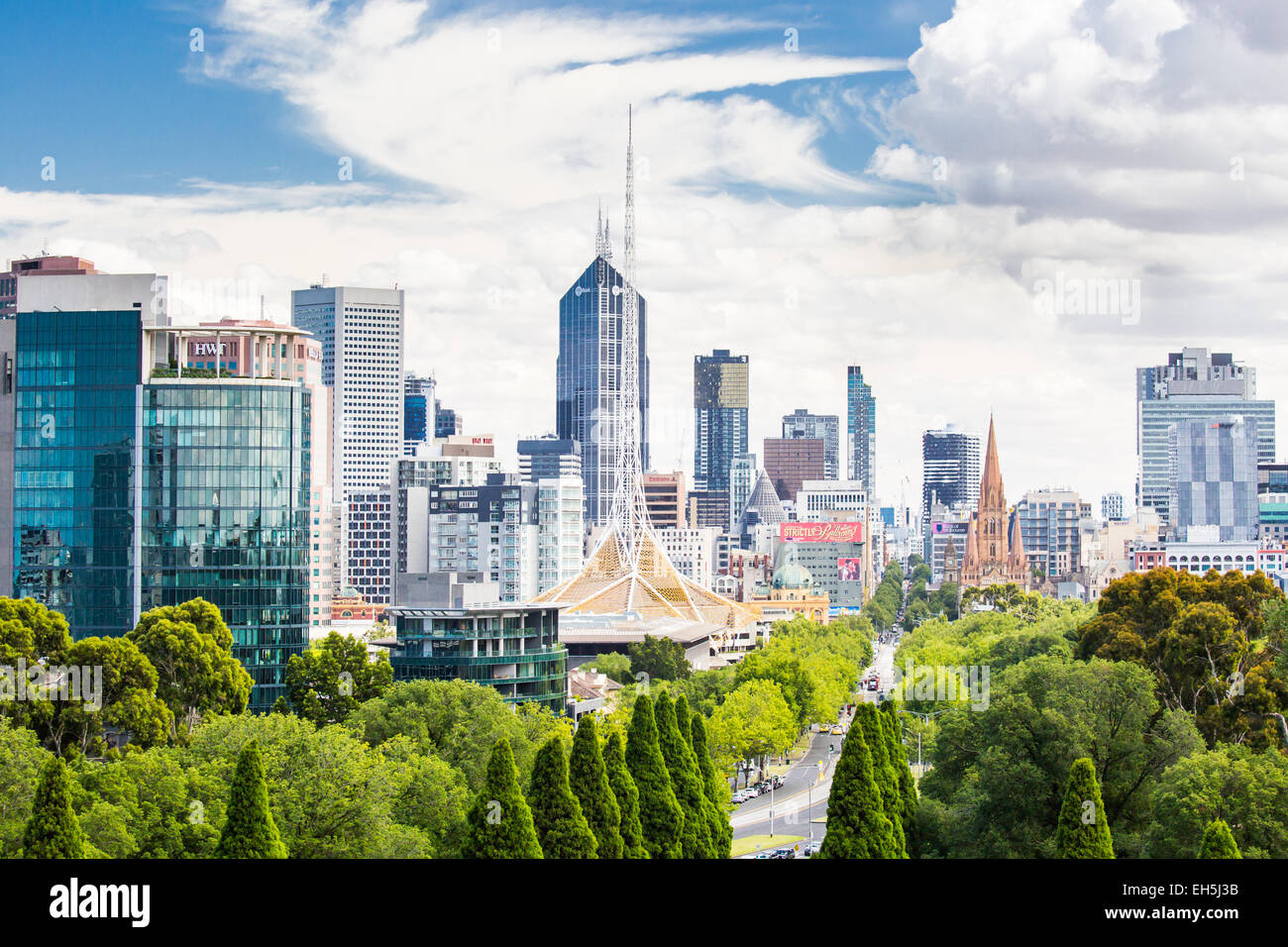The view from the Shrine of Remembrance towards Melbourne CBD on a hot summer's day - Stock Image