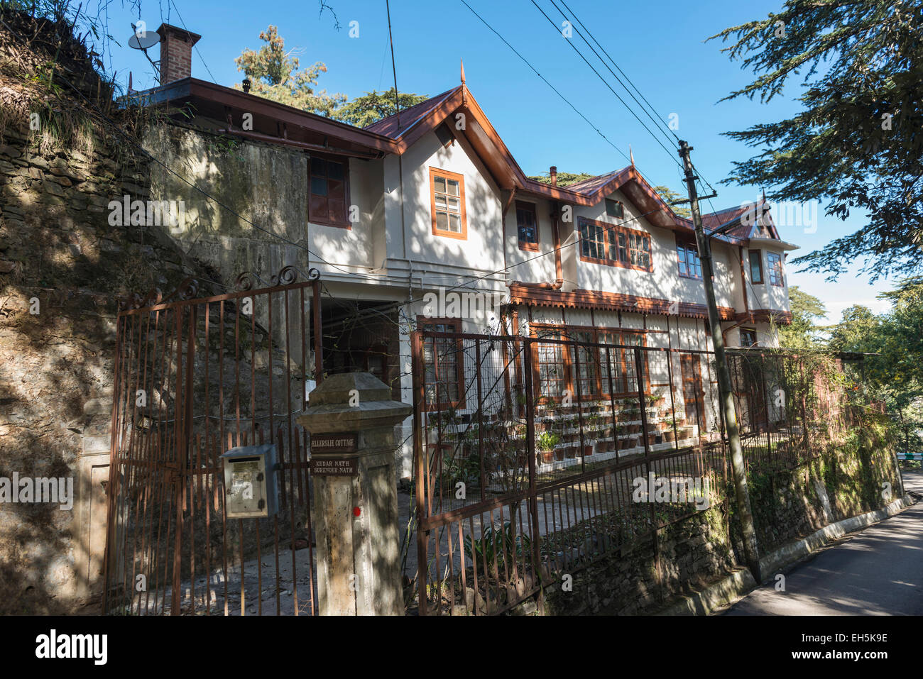 Ellerslie Cottage between Shimla and Anandale, Himachal Pradesh, India - Stock Image