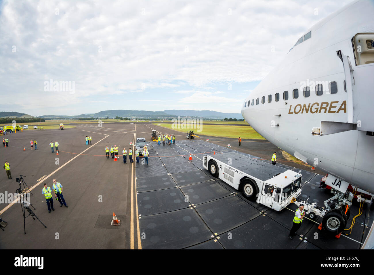 Sydney, Australia. 8th March, 2015. Qantas retired its first Boeing 747-400, VH-OJA, which flew a record non-stop - Stock Image