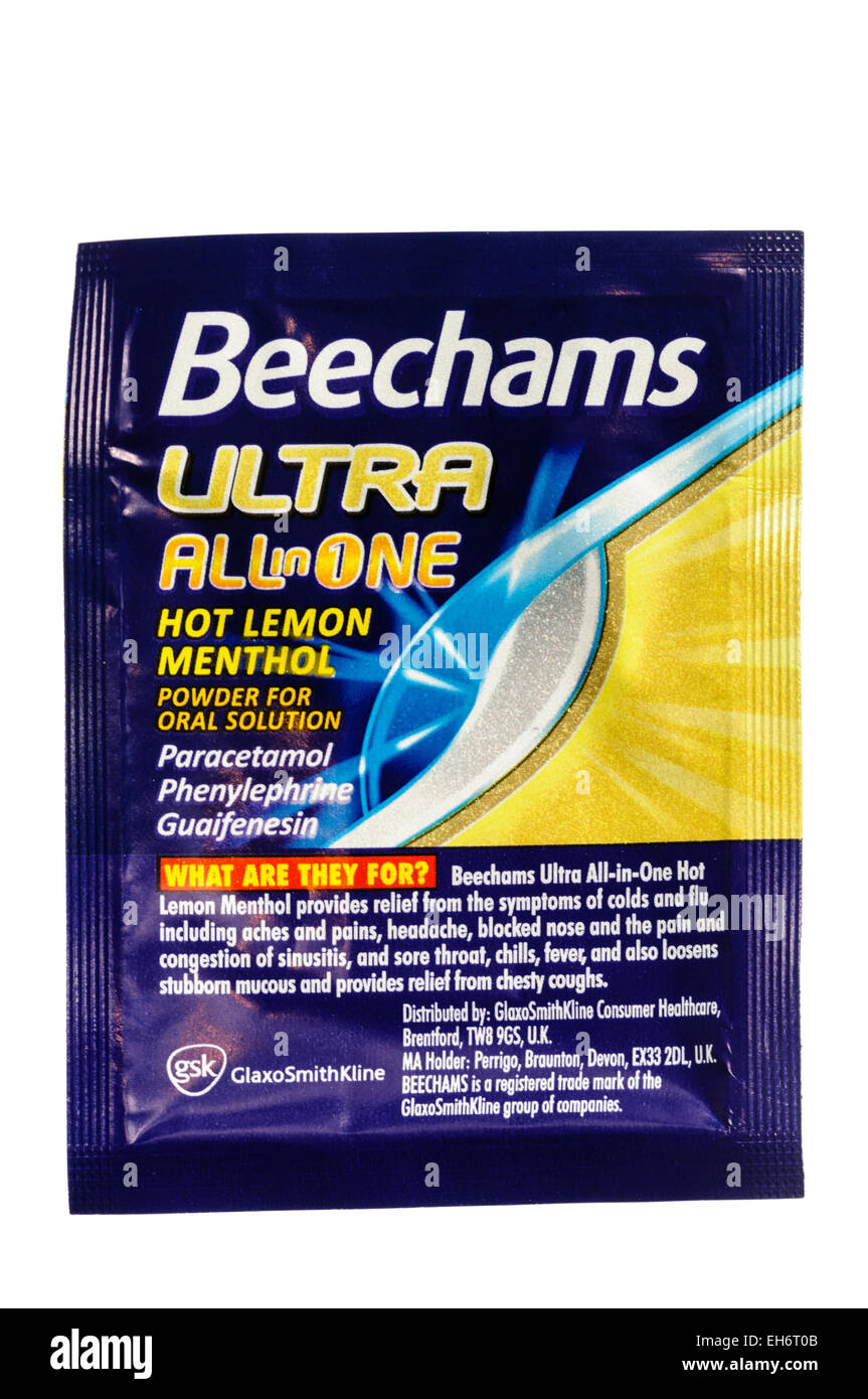 Beechams 'Ultra' Powders for cold and flu relief, containing paracetamol, phenylephrine and guaifenesin - Stock Image