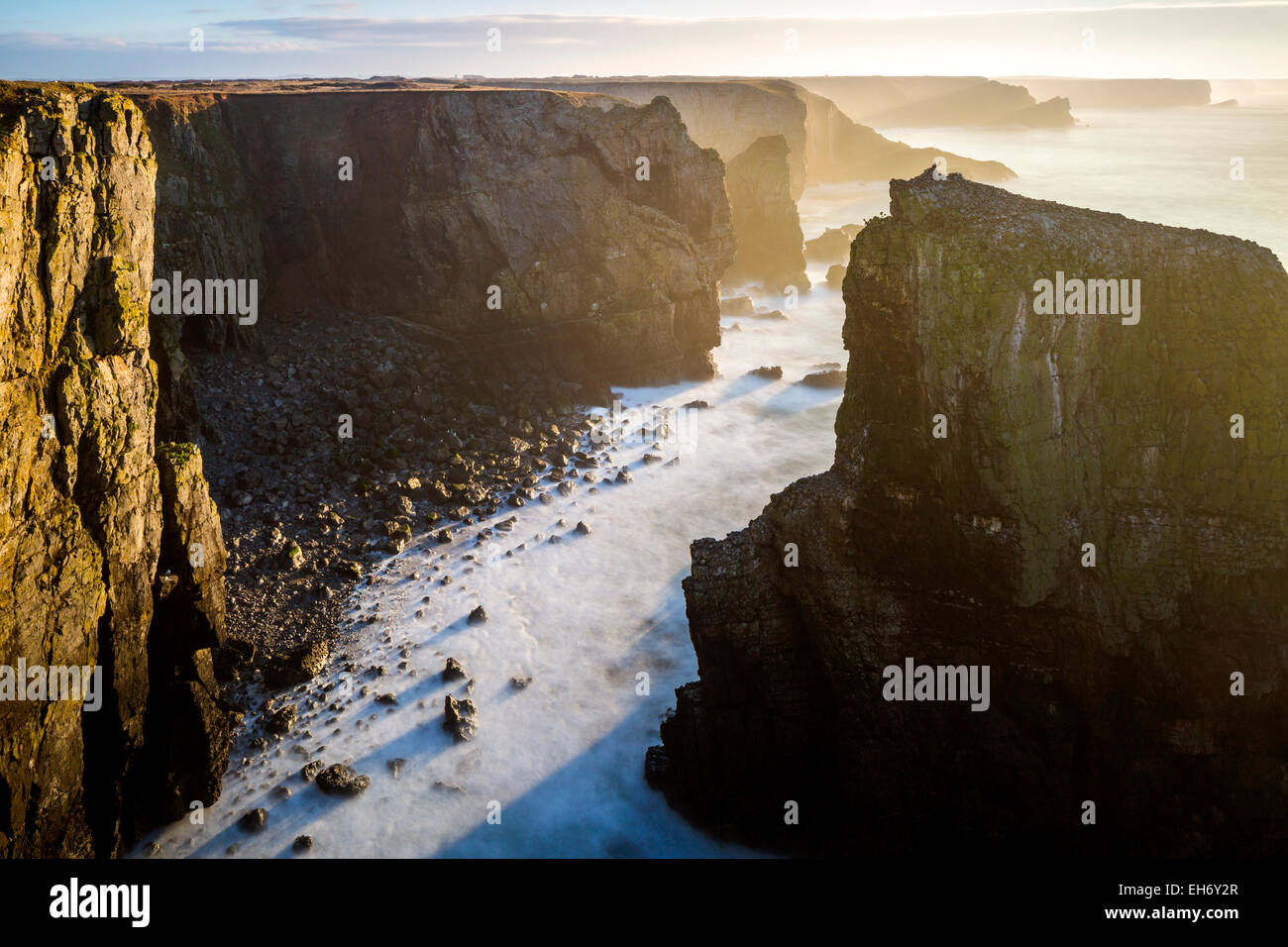 View towards Elegug Stack, Pembrokeshire Coast National Park, Merrion, Pembrokeshire, Wales, United Kingdom, Europe. - Stock Image