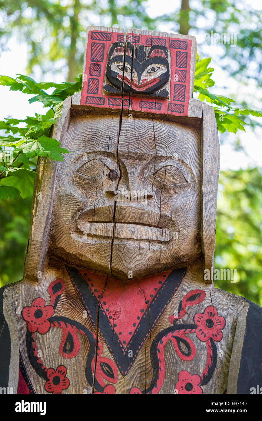First Nations native carving displayed in grounds of Capilano Suspension Bridge, North Vancouver, BC, Canada. - Stock Image