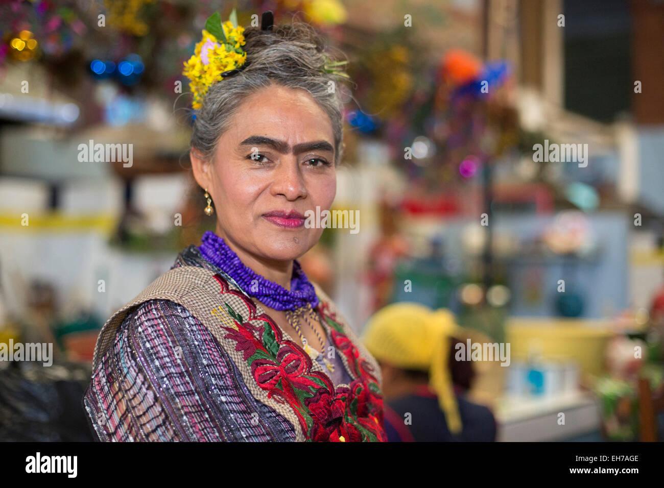Ocotlán de Morelos, Oaxaca, Mexico - Beatriz Vásquez Goméz, a Frida Kahlo look-alike, runs La Cocina - Stock Image