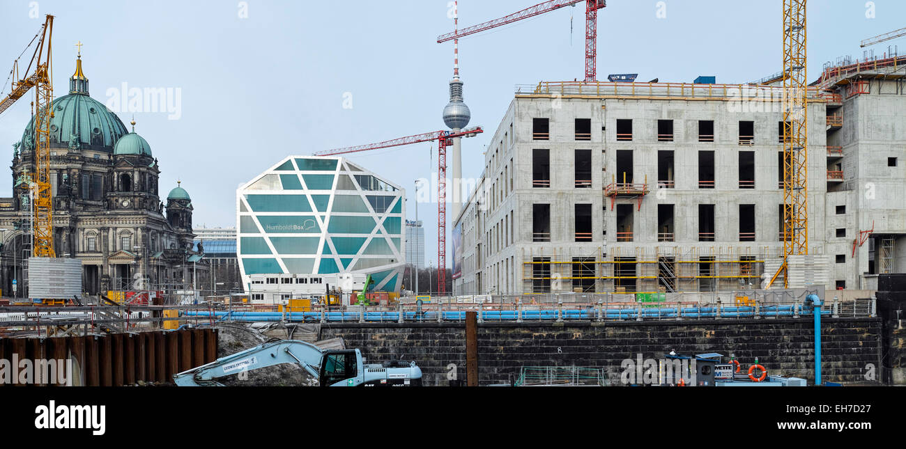 Schlossplatz construction site in evening light. Humboldt Box, TV Tower and Berliner Dom are visible. - Stock Image