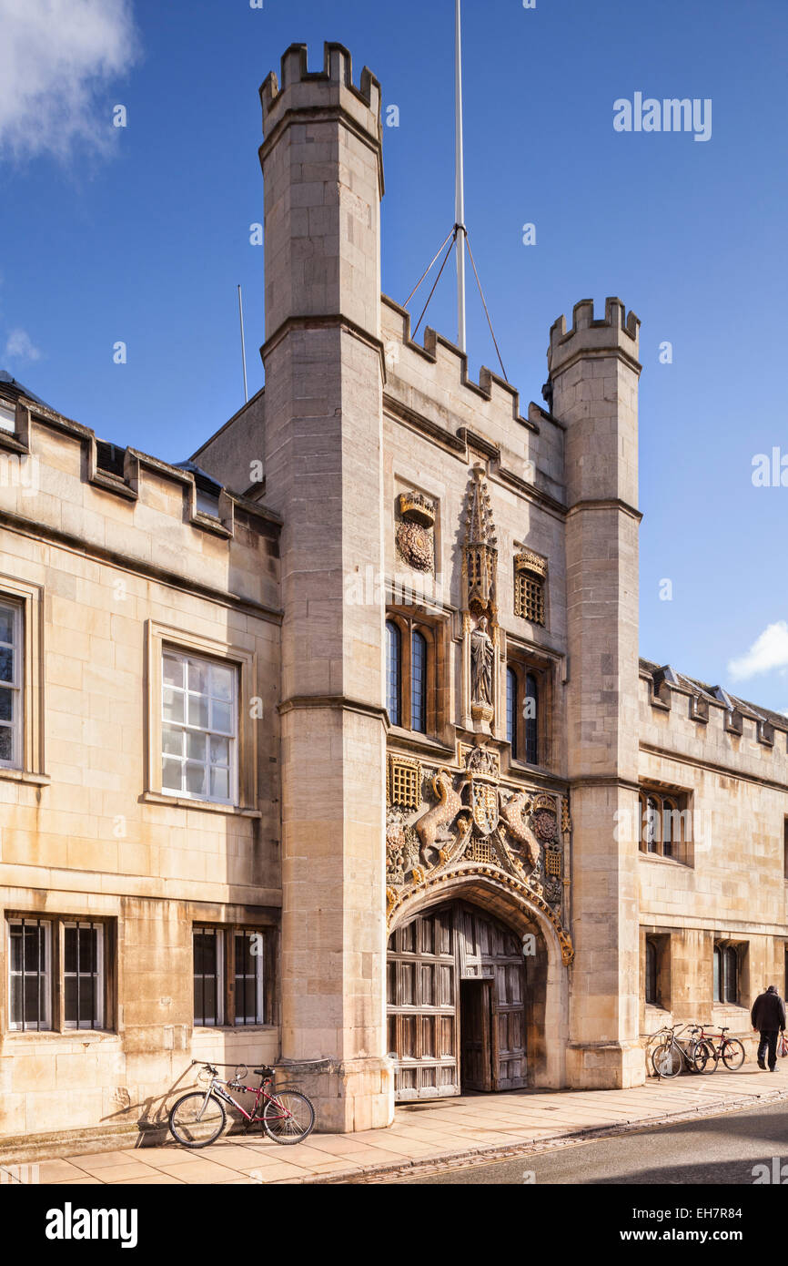 The gateway of Christ's College in St Andrew's Street, Cambridge. - Stock Image