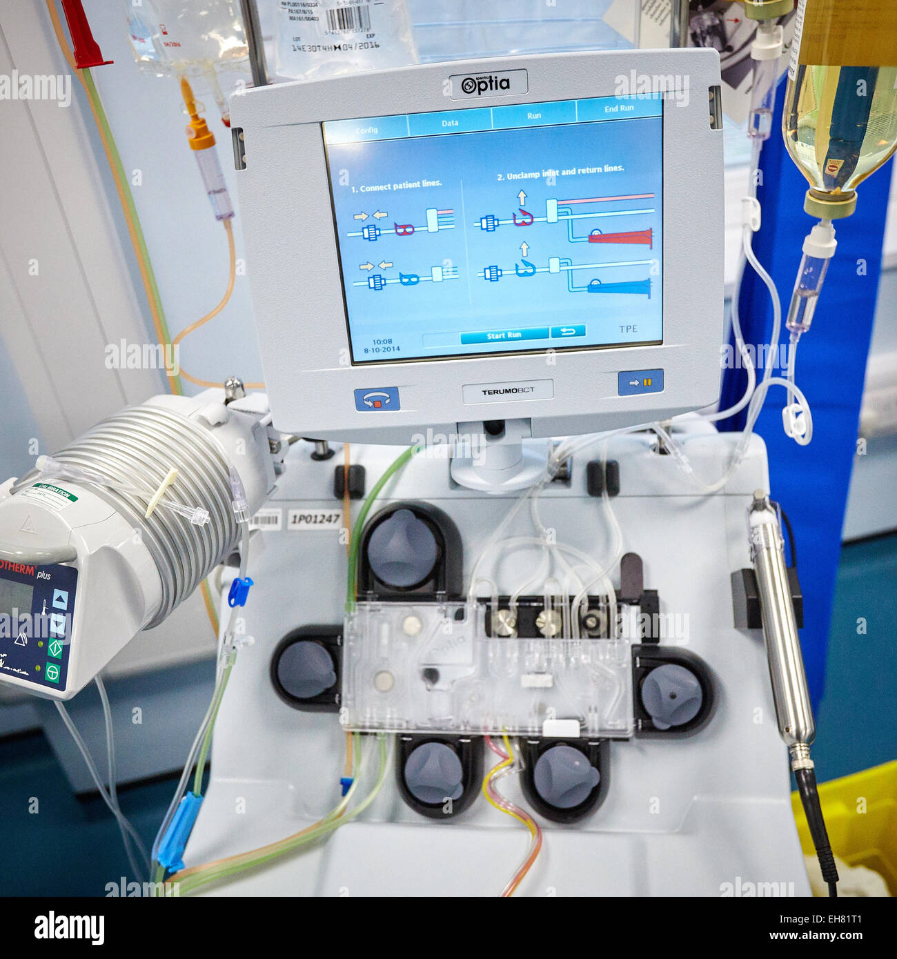 Therapeutic apheresis machine at the Blood Centre at John Radcliffe Hospital - Stock Image