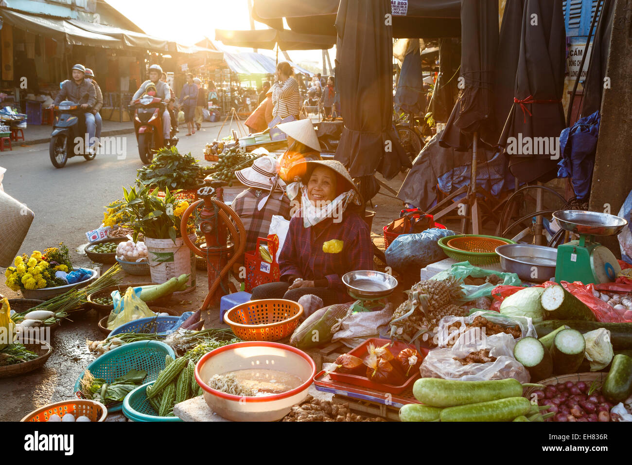 Fruit and vegetable vendors at the Central Market, Hoi An, Vietnam, Indochina, Southeast Asia, Asia - Stock Image