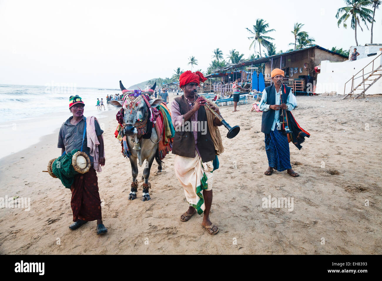 Performers on the beach, Goa, India, Asia - Stock Image