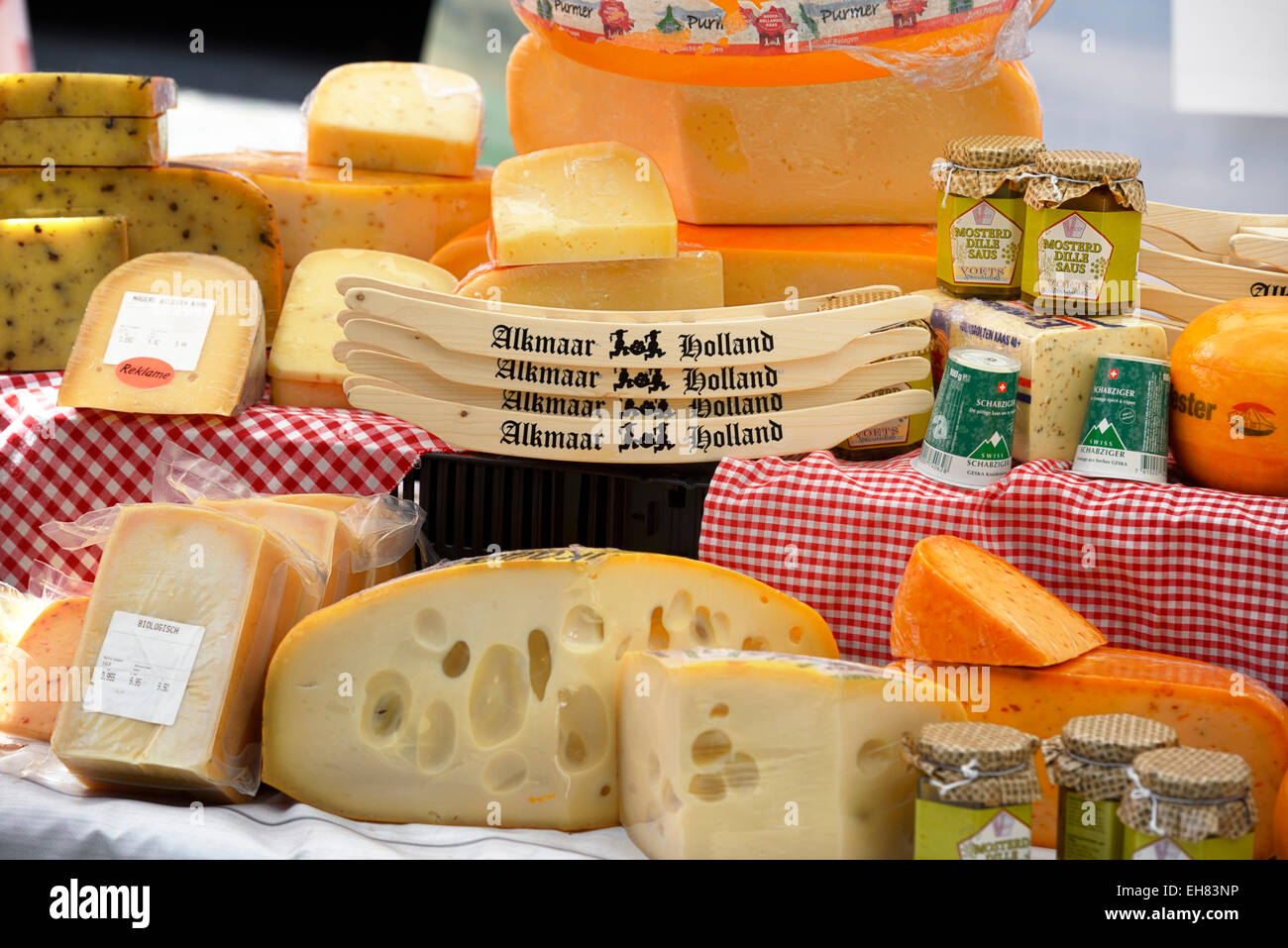 Dutch cheese on a market stall, Marktstraat, Alkmaar, North Holland, Netherlands, Europe Stock Photo