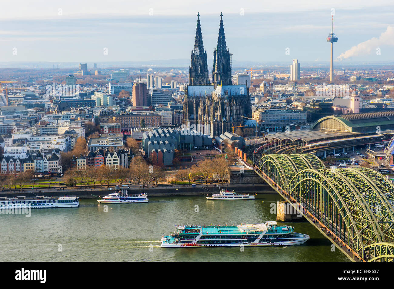 Cologne Cathedral and Hohenzollern Bridge, Cologne (Koln), North Rhine Westphalia, Germany, Europe - Stock Image