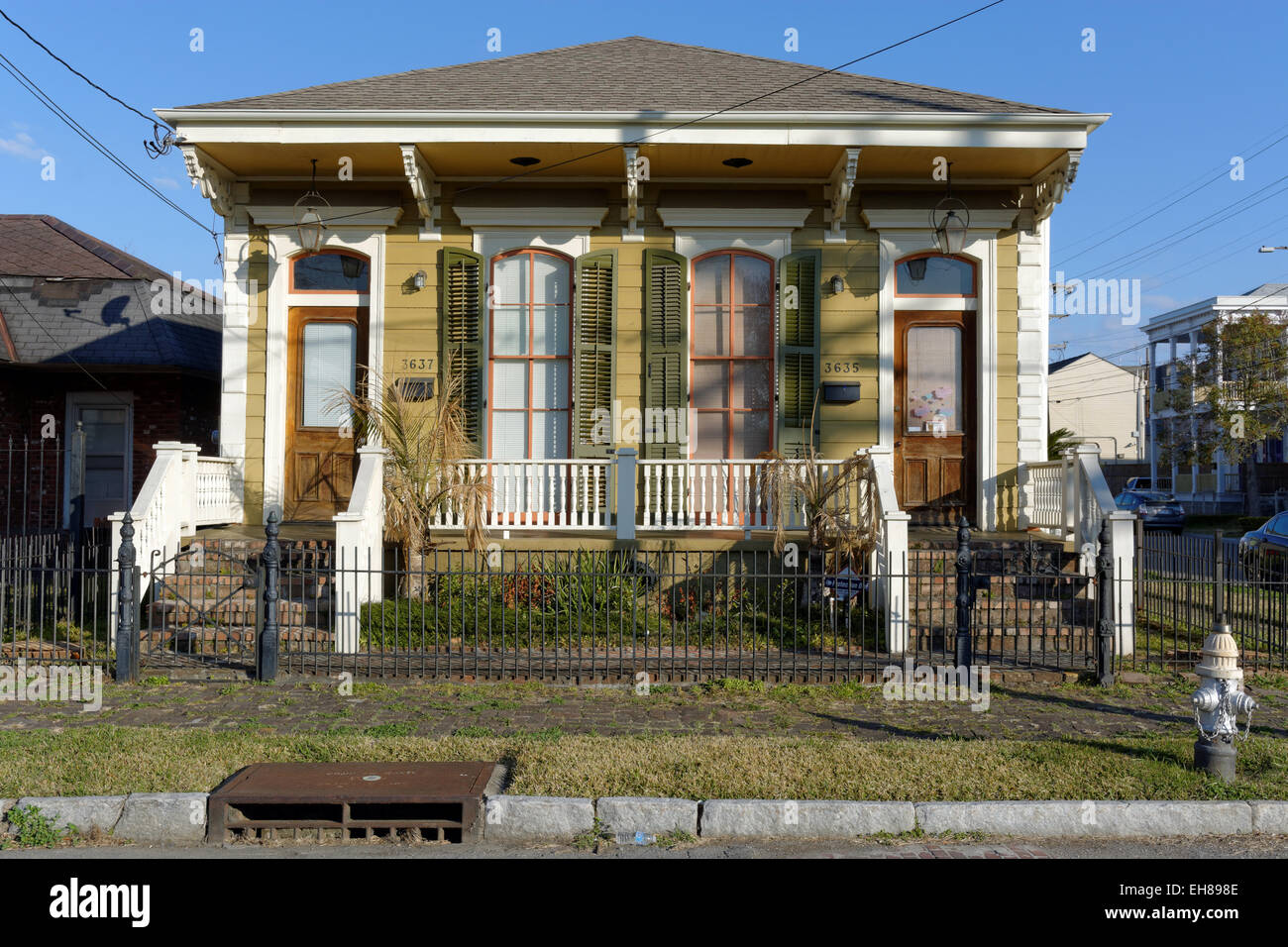 Traditional House, Garden District, New Orleans, Louisiana, USA ...