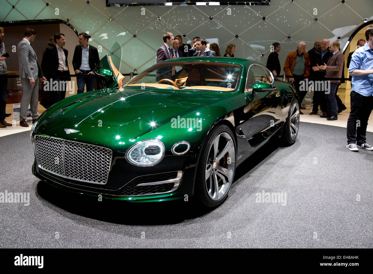 Bentley Exp 10 >> Bentley Exp 10 Speed 6 Concept At The Geneva Motor Show 2015