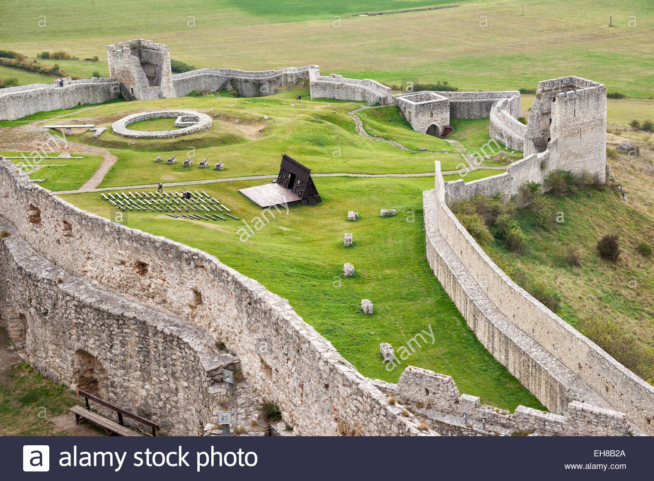 Lower courtyard with fortified wall below Spis Castle, UNESCO World Heritage Site, Levoca, Slovakia, Europe - Stock Image