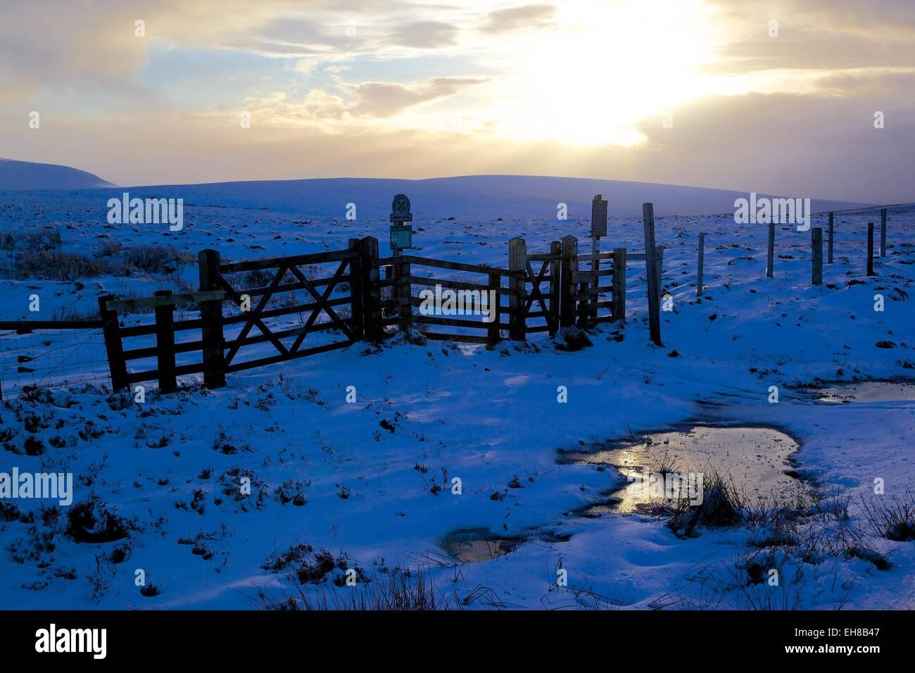 Kinder Scout Pennine Way in winter, Peak District National Park, Derbyshire, England, United Kingdom, Europe - Stock Image