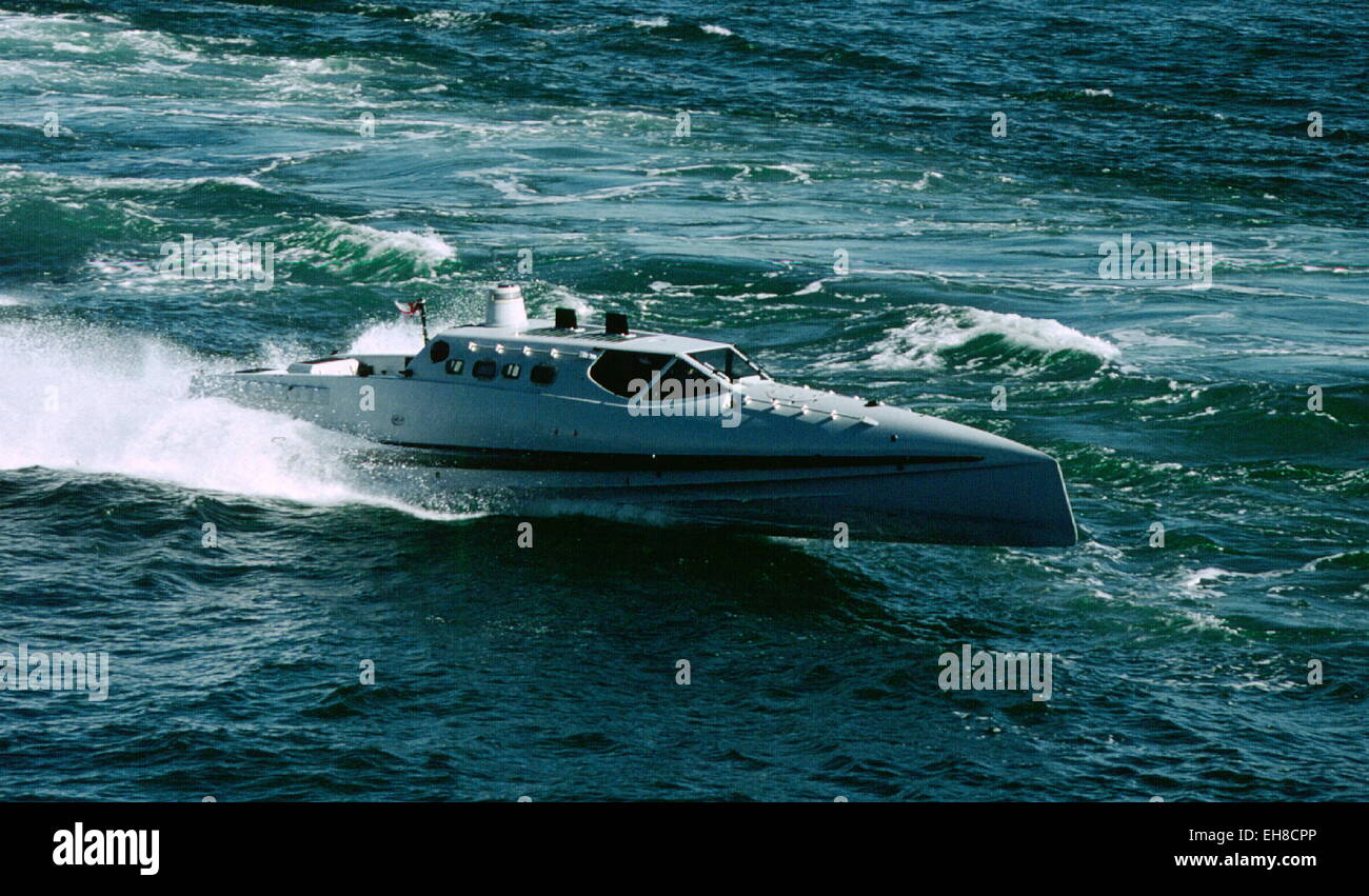 AJAXNETPHOTO. 5TH OCTOBER,1999.CHANNEL - ASSAULT CRAFT - BOND BOAT - THE NAVY'S PROTOTYPE HIGH SPEED ASSAULT - Stock Image