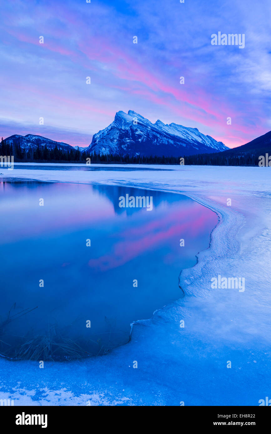 Spectacular dawn light, Mount Rundle, Banff National Park, Alberta, Canada - Stock Image