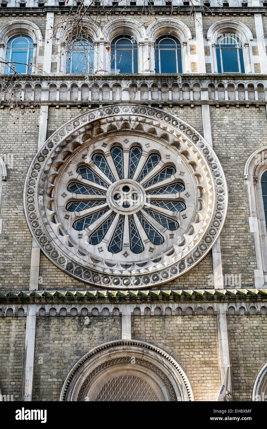 church shaftesbury avenue rose window - Stock Image