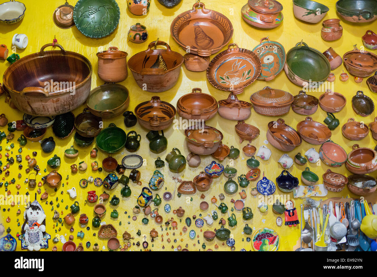 Ocotlán de Morelos, Oaxaca, Mexico - Pottery hanging on the kitchen wall at the home and studio of painter - Stock Image