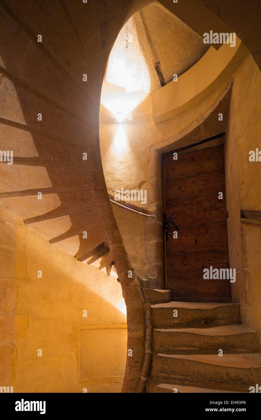 Europe, France, Rhone-Alpes, Lyon, spiral staircase in one of the traboules of Vieux Lyon, Old town - Stock Image