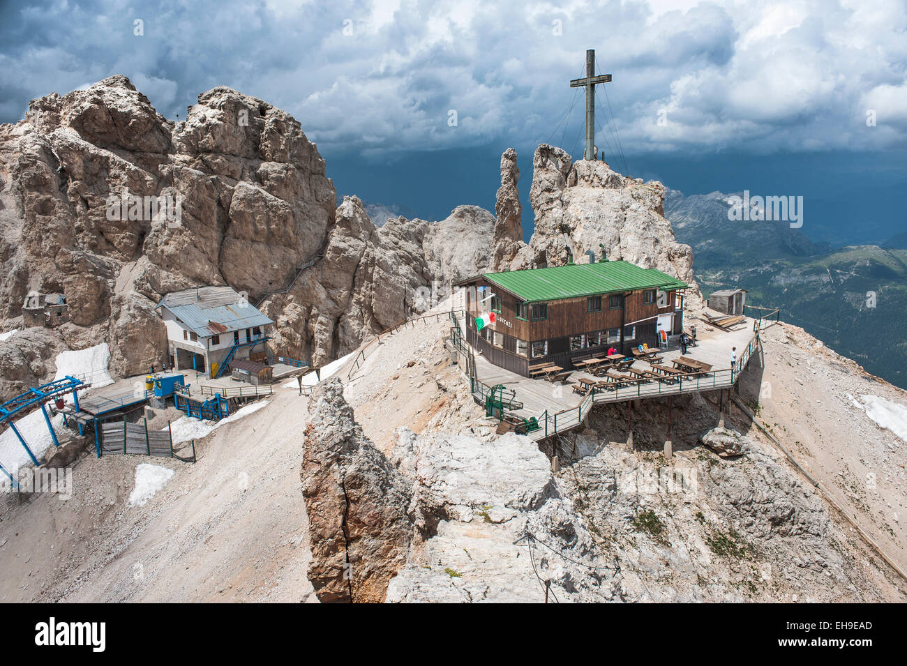 Lorenzihütte refuge, 2932 m, at the back the mountain station of the cable car, Rifugio Son Forca, Cristallo - Stock Image